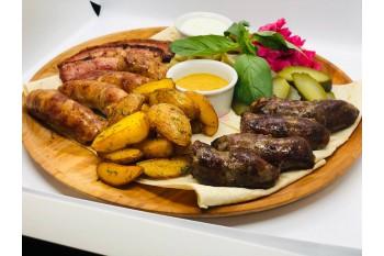 Сет Nairi на двоих с колбасками и беконом на огне